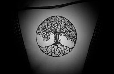 tatuaje árbol de la vida en la espalda